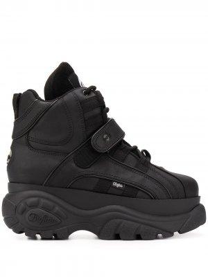 Ботинки на платформе Buffalo. Цвет: черный
