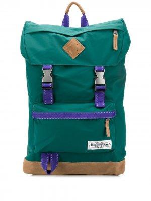 Рюкзак с пряжками и нашивкой-логотипом Eastpak. Цвет: зеленый