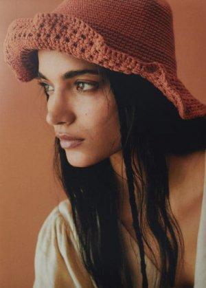 Ажурная вязаная шляпа ручной работы - Estival Mango. Цвет: золотисто-оранжевый