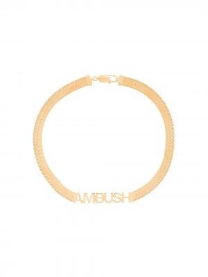 Колье-чокер с логотипом AMBUSH. Цвет: золотистый