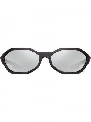 Солнцезащитные очки в восьмиугольной оправе Prada Eyewear. Цвет: черный