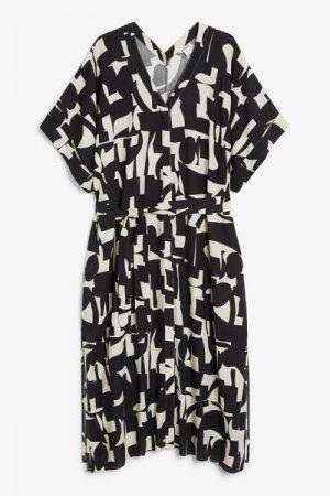 Длинное платье пляжного стиля Monki. Цвет: черный, белый