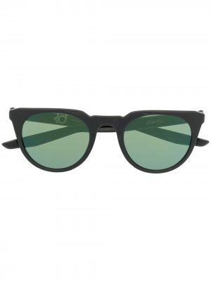 Солнцезащитные очки трапециевидной формы Nike. Цвет: черный