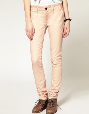 Однотонные джинсы скинни Denham. Цвет: розовый