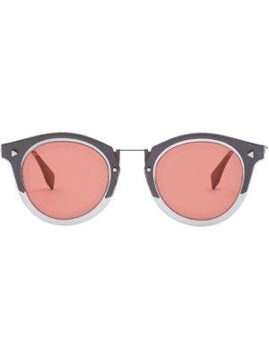 Солнцезащитные очки в круглой оправе с логотипом FF Fendi Eyewear. Цвет: серебристый