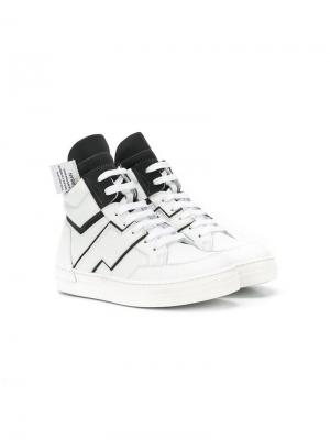 Кроссовки с контрастной шнуровкой Cinzia Araia Kids. Цвет: белый