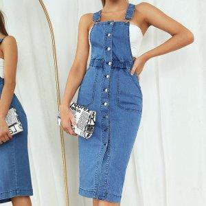 Джинсовое платье на подтяжках пуговицах SHEIN. Цвет: синий цвет средней стирки