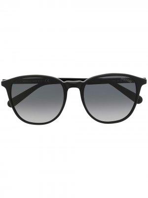 Солнцезащитные очки в оправе панто Moncler Eyewear. Цвет: черный