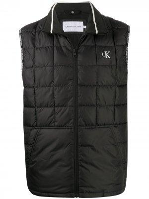 Стеганый жилет с логотипом Calvin Klein Jeans. Цвет: черный