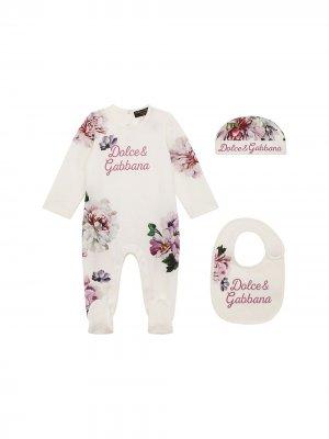 Комплект из комбинезона, шапки и нагрудника с принтом Dolce & Gabbana Kids. Цвет: белый