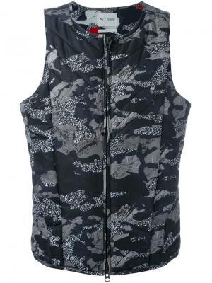 Камуфляжный жилет Puma. Цвет: чёрный