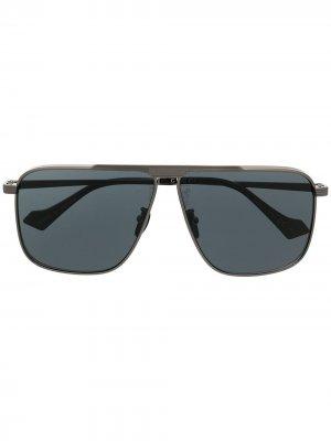 Square frame sunglasses Gucci Eyewear. Цвет: серебристый