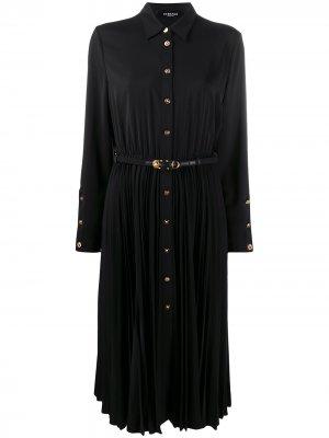 Платье-рубашка с плиссированной юбкой Versace. Цвет: черный