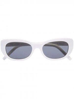 Солнцезащитные очки Betty в овальной оправе Saint Laurent Eyewear. Цвет: белый