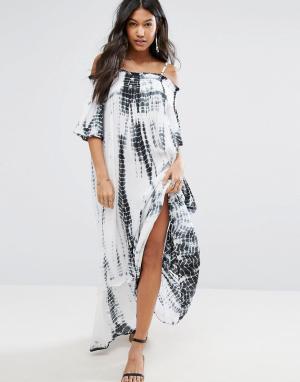 Пляжное платье макси с открытыми плечами и принтом тай-дай Anmol. Цвет: синий