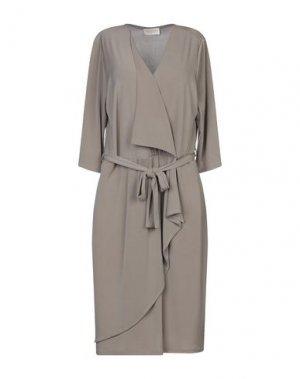 Короткое платье CLUB VOLTAIRE. Цвет: голубиный серый
