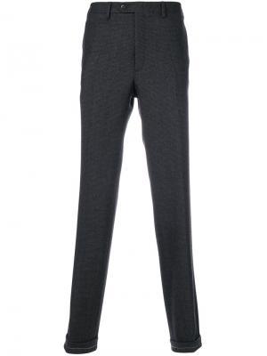 Классические брюки Brioni. Цвет: серый