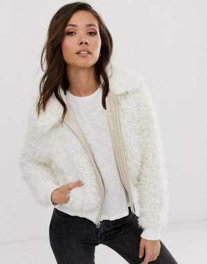 Белая куртка из искусственного меха Abercrombie & Fitch. Цвет: белый