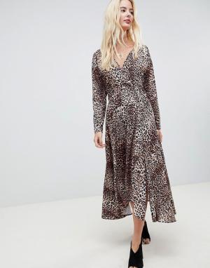 Платье миди с леопардовым принтом и длинными рукавами ASOS DESIGN. Цвет: мульти