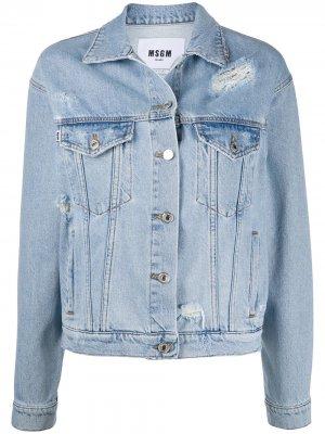 Джинсовая куртка с логотипом и эффектом потертости MSGM. Цвет: синий
