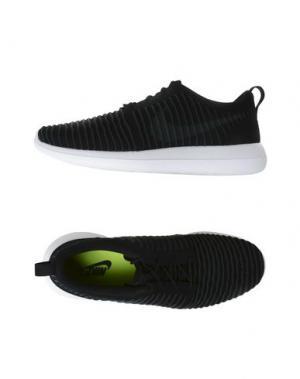 Низкие кеды и кроссовки NIKE. Цвет: черный