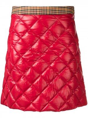 Стеганая юбка-мини Moncler. Цвет: красный