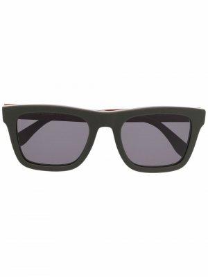 Солнцезащитные очки в прямоугольной оправе Alexander McQueen Eyewear. Цвет: зеленый