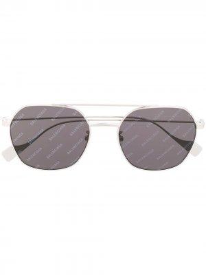Logo print square-frame sunglasses Balenciaga Eyewear. Цвет: серебристый
