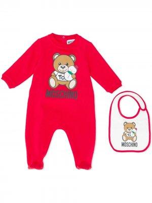 Комплект из пижамы и нагрудника с принтом Moschino Kids. Цвет: красный
