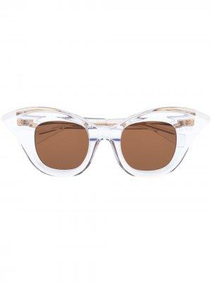 Солнцезащитные очки B20 в оправе кошачий глаз с кристаллами Kuboraum. Цвет: нейтральные цвета