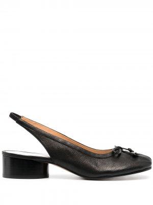 Туфли Tabi с ремешком на пятке Maison Margiela. Цвет: черный