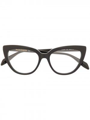 Очки в оправе кошачий глаз Alexander McQueen Eyewear. Цвет: черный