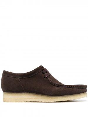 Туфли Wallabee Clarks Originals. Цвет: коричневый