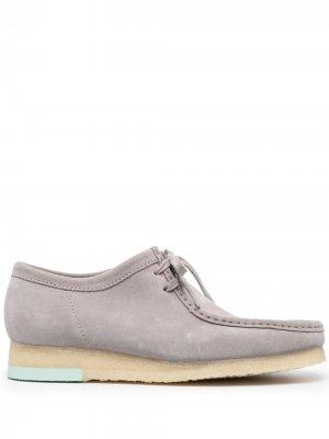 Туфли на шнуровке Clarks Originals. Цвет: серый
