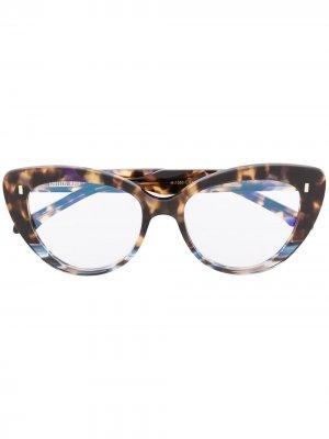Очки в оправе кошачий глаз черепаховой расцветки Cutler & Gross. Цвет: коричневый