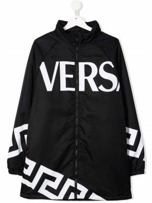 Парка с логотипом Versace Kids. Цвет: черный