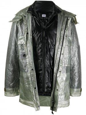 Куртка с эффектом металлик C.P. Company. Цвет: зеленый