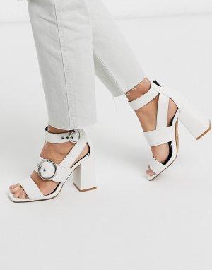 Светлые босоножки на каблуке с пряжками -Белый Topshop