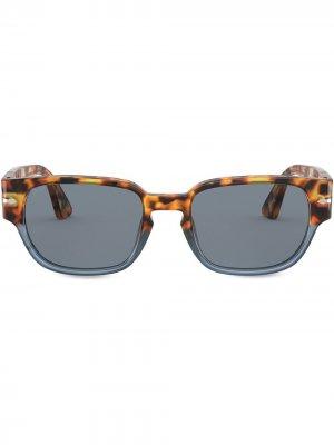 Двухцветные солнцезащитные очки Persol. Цвет: коричневый