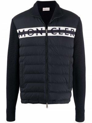 Стеганая куртка с вышитым логотипом Moncler. Цвет: синий
