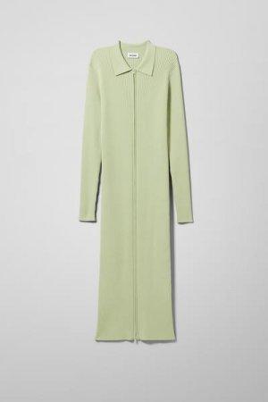 Вязанное платье Riana Weekday. Цвет: зеленый