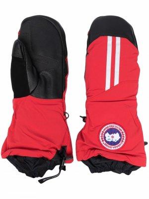 Перчатки с нашивкой-логотипом Canada Goose. Цвет: красный