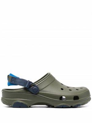Сандалии Classic с ремешком на пятке Crocs. Цвет: зеленый