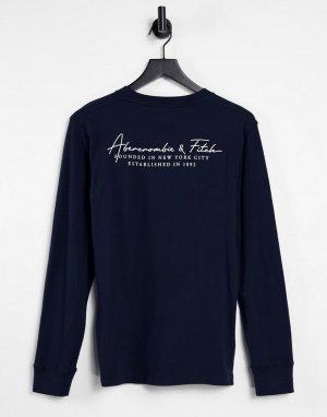 Темно-синий лонгслив с принтом на рукаве и спине Abercrombie & Fitch