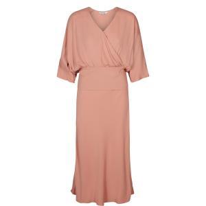 Платье длинное расклешенное однотонное с рукавами 3/4 NUMPH. Цвет: розовый