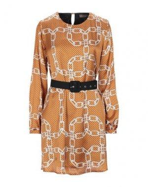 Короткое платье FLY GIRL. Цвет: коричневый