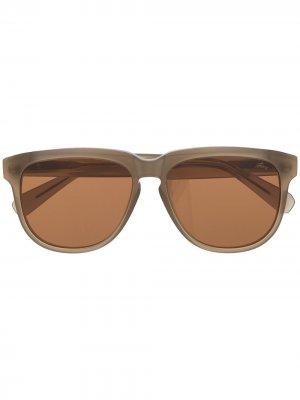 Солнцезащитные очки в массивной оправе с затемненными линзами Brioni. Цвет: коричневый
