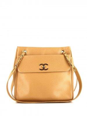 Сумка на плечо с тиснеными логотипом Chanel Pre-Owned. Цвет: нейтральные цвета