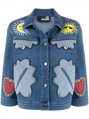Джинсовая куртка в технике пэчворк Love Moschino. Цвет: синий