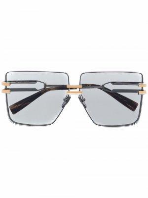 Массивные солнцезащитные очки Balmain Eyewear. Цвет: серебристый